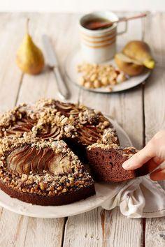 Torta al cioccolato, pere e nocciole - Deliziosa Virtù Cake Recipes, Dessert Recipes, Desserts, English Food, Chocolate Recipes, Nutella, Camembert Cheese, Yogurt, Muffins