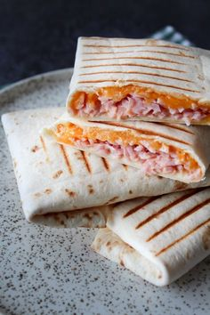 Wraps Med Ost, Skinke og Chili Mayo – One Kitchen – A Thousand Ideas Pizza Snacks, Picnic Snacks, Great Recipes, Snack Recipes, Ny Food, Good Food, Yummy Food, Sandwiches, Recipes From Heaven