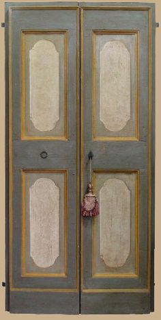 Reproductions of antique italian painted doors - Porte del Passato Chalk Paint Furniture, Hand Painted Furniture, Italian Doors, Painted Wardrobe, Baroque Pattern, Shabby, Style Classique, Old Doors, Painted Doors