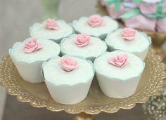 cha de bebê, baby shower, menina, girl, verde rosa e dourado, green pink and gold, cupcakes.