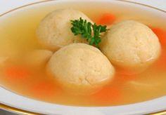 Sopa de Caldo Simples com Bolinhas de Pão - http://www.receitasja.com/sopa-de-caldo-simples-com-bolinhas-de-pao/