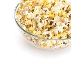 Le maïs soufflé contient des fibres alimentaires qui vous aideront à vous sentir rassasiée plus longtemps. http://www.plaisirssante.ca/mon-assiette/regime/5-aliments-qui-vous-font-moins-manger?slide=2
