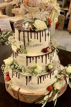 Hochzeitstorte mit Schokodrip im Naked Cake Stil Seminaked Wedding Cake, Catering, Cookie Do, Cookies Policy, Pinterest Blog, Desserts, Pink, Fine Dining, Wedding Pinterest