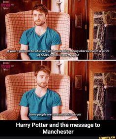 Daniel Radcliffe is my spirit animal. Daniel Radcliffe is my spirit animal. Daniel Radcliffe, Shatter Me, 4 Panel Life, Funny Memes, Hilarious, Funny Gifs, Funny Videos, Lol, Tfios