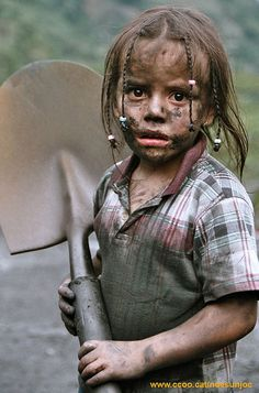 child labour  ...working in Latin America...  (Photo by Alexander Auler)