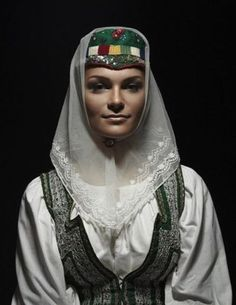 Bonnet from Ždiar, Slovakia Folk Clothing, Folk Costume, Ethnic Fashion, Fashion History, Traditional Outfits, Beautiful People, Petra, Culture, Beauty