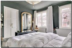 gouden-toogspiegel-in-slaapkamer-200