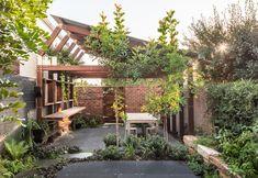 Oye Mi Canto_Courtyard Australian Architecture, Australian Homes, Contemporary Architecture, Architecture Awards, House Architecture, Sustainable Architecture, Residential Architecture, Internal Courtyard, Most Beautiful Gardens