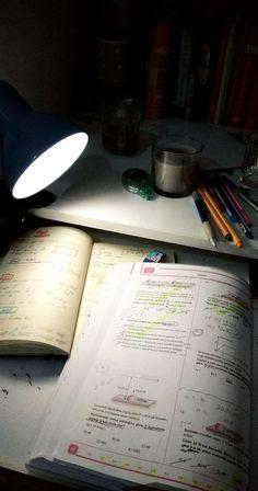 School Motivation, Study Motivation, Study Pictures, Study Organization, School Study Tips, Pretty Notes, Story Instagram, Student Studying, Study Hard