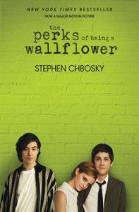 """The Perks of Being a Wallflower, Stephen Chbosky. Really enjoyed this one. Set up in letter format throughout from the """"wallflower's"""" pov, Charlie. Lots of drugs, smoking & other teen hazards. But a great read, lots of deep thinking. Logan Lerman, Good Books, Books To Read, My Books, Amazing Books, Yasmine Galenorn, Little Dorrit, The Rocky Horror Picture Show, Movies And Series"""