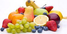 A magas fruktóz (gyümölcscukor) tartalmú élelmiszerek sokaknak okoznak erős puffadást, teltségérzést, hígabb székletet, esetleg naponta többszöri vizes hasmenést. Fruktóz – a nevétől eltérően – nemcsak a gyümölcsökben található. Az alábbi összefoglaló segít eligazodni abban, hogy mit és milyen mennyiségben szabad enni egy fruktózintoleráns betegnek, amíg a bél állapota nem javul és átmenetileg szigorúbb diétát kell tartani… Általában