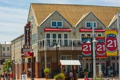 On Galveston's Pier 21, savor distinctive dining possibilities like Willie G's, Nonno Tony's, and Olympia The Grill.  (And don't miss the spectacular sunsets!)