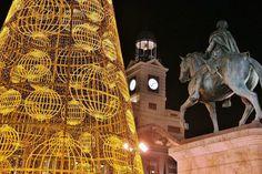 Abeto luminoso de Navidad en la Puerta del Sol de Madrid