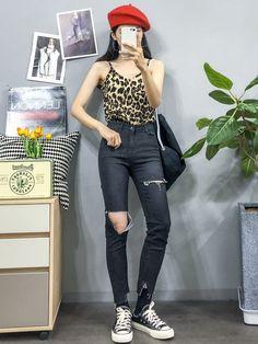 마리쉬♥패션 트렌드북! Fashion Pants, Fashion Outfits, Joggers, Sweatpants, Korea Fashion, Jeans Pants, Overalls, Hipster, Leggings