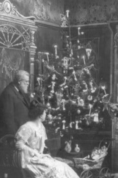 History of Electric Christmas Lights - First Electric Christmas Tree Lights Appeared in the 1880s