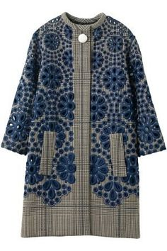 Louis Vuitton - Eyelet embroidered plaid coat - interesting embroidery on a tweed base Fashion Details, Look Fashion, Womens Fashion, Fashion Design, Vogue Japon, Plaid Coat, Mode Inspiration, Mantel, Beautiful Outfits