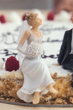 Wedding tips. Brides imagine finding the perfect wedding day, but for this they require the perfect bridal wear, with the bridesmaid's outfits actually complimenting the brides dress. These are a few ideas on wedding dresses. Wedding Day Tips, Wedding Advice, Budget Wedding, On Your Wedding Day, Wedding Bride, Perfect Wedding, Dream Wedding, Wedding Ceremony, Wedding Ideas