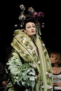 Christian Dior Haute Couture Spring/Summer 2007 by John Galliano. John Galliano, Galliano Dior, French Fashion, Fashion Art, Fashion Show, Fashion Design, 1950s Fashion, Club Fashion, Dior Fashion