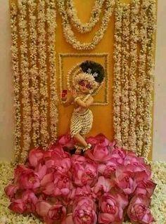 Mandir Decoration, Ganapati Decoration, Decoration For Ganpati, Janamashtami Decoration Ideas, Diwali Decorations At Home, Festival Decorations, Flower Decorations, Krishna Painting, Krishna Art