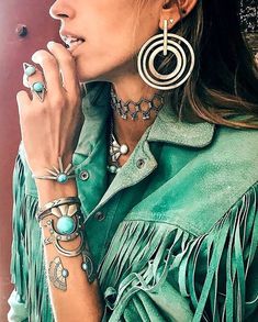 Boho clothes, jewelry and bags have rocked the fashion world. Boho has been immensely popular both with celebrities with masses alike. Let us look over on Boho Boho Chic, Bohemian Mode, Bohemian Gypsy, Bohemian Style, Hippie Look, Hippie Style, Modern Hippie, Hippie Chic, Bohemian Schick