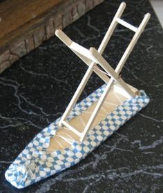 how to: ironing board Steps: 8 popsicle sticks, pece of cardboard, and fabric! how to: ironing board Steps: 8 popsicle sticks, pece of cardboard, and fabric! Doll House Crafts, Doll Crafts, Diy Barbie Furniture, Dollhouse Furniture, Miniature Crafts, Miniature Dolls, Dollhouse Miniature Tutorials, Barbie Doll House, Barbie Dolls