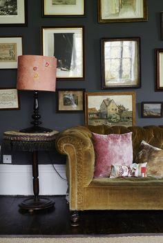 Metal Wall Art Home Decoration Referral: 3958197910 Interior Rugs, Interior And Exterior, Interior Design, Cafe Interior, Interior Inspiration, Room Inspiration, Pink Velvet Chair, Velvet Sofa, Living Spaces