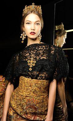 fashionnite:  Karlie KlossbackstageDolce & Gabbana FW14