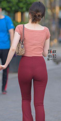 Fit Women, Sexy Women, Thick Leggings, Sweet Jeans, Vietnamese Traditional Dress, Girls Selfies, Equestrian Outfits, Beautiful Asian Women, Girls Jeans