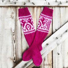 Heppaharrastajan lempisukat - Kaupunkilanka Christmas Stockings, Socks, Knitting, Holiday Decor, Home Decor, Needlepoint Christmas Stockings, Decoration Home, Tricot, Room Decor