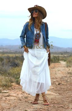 Dress summer casual boho hippie ideas for 2019 Mode Outfits, Chic Outfits, Fashion Outfits, Womens Fashion, Gypsy Style, Bohemian Style, Hippy Chic Style, Vetement Hippie Chic, Hippie Mode