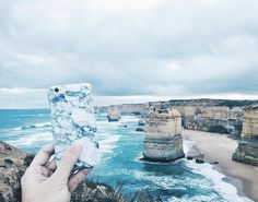 Marbling around with the 12 Apostles in Great Ocean Road. If you are in the city of Melbourne you can shop for your marble case at @benjaminbarkerstore located on level 2 of Melbourne Central shopping mall. Alternatively you can shop online via madebyfabrix.com. We ship internationally !  #marble #marblecase #white #whiteaddict #whiteaddicted #whywhiteworks #melbourne #melbournecentral #australia #fashionaustralia #melbournefashion #melbournecity #visitmelbourne #greatoceanroad #12apostles…
