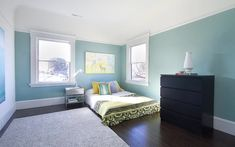 Modern blue bedrooms, blue with green accent wall bedroom sage green accent chair bedroom Green Accent Walls, Accent Wall Colors, Accent Wall Bedroom, Bedroom Decor, Green Master Bedroom, Gray Bedroom, Wall Color Combination, Green Cushions, Living Room Color Schemes