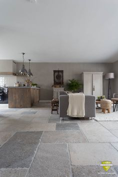 Fliesenboden Fliesenboden The post Fliesenboden appeared first on Fotowand ideen. Natural Stone Flooring, Barn Renovation, House Design, Stone Flooring, Exterior Tiles, House Flooring, Large Kitchen Tiles, Home Deco, Stone Tile Flooring