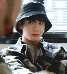 Animated gif uploaded by ɢᴏʟᴅᴇɴ ɪᴅᴏʟ⁷. Find images and videos about gif, bts and jungkook on We Heart It - the app to get lost in what you love. Jimin Jungkook, Jungkook Lindo, Bts Bangtan Boy, Namjoon, Hoseok, Taehyung, Seokjin, Taekook, Kpop