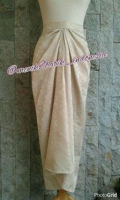 Dress Brokat Muslim, Dress Brokat Modern, Muslim Dress, Batik Fashion, Abaya Fashion, Fashion Outfits, Kebaya Dress, Dress Pesta, Kebaya Modern Hijab