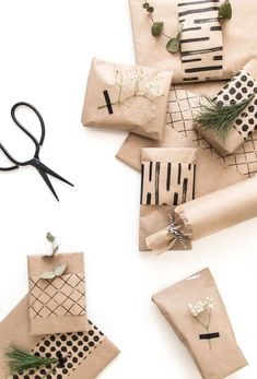"""Christmas time is closing in – sneaking in through chilly days, festive music playing in stores, and endless sales titled with """"gift ideas"""". Diy Christmas Presents, Christmas Mood, Noel Christmas, Christmas Gift Wrapping, Simple Christmas, Holiday Gifts, Creative Gift Wrapping, Creative Gifts, Wrapping Ideas"""