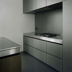 Küche grau lackierte Oberflächen