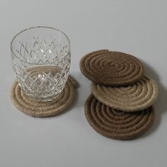 These lovely handmade woven drink coasters are now available to buy from my etsy shop! #weaving #woven #wovencraft #handmade #handwoven #handcraft #buyhandmade #shophandmade #supporthandmade #etsy #etsyshop #etsyfinds #etsysellersofinstagram #home #decor #homeandkitchen #kitchen #gift #gifts #giftideas #interiordesign