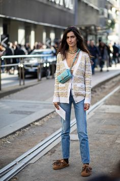Striped Button-Downs Were a Street Style Staple Over the Weekend at Milan Fashion Week - Fashionista Milan Fashion Week Street Style, Milan Fashion Weeks, Autumn Street Style, Cool Street Fashion, Street Chic, Street Style Trends, Casual Street Style, Street Style Looks, Mode Style
