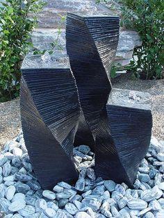 Sulen Brunnen aus Stein mit LED Beleuchtung Granit Wassersulen Gartenbrunnen in Garten
