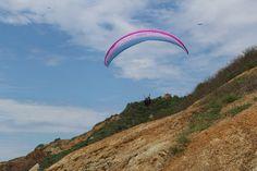 Paragliding - Parapente Puerto Lopez - Ecuador. Vuelos en la playa.