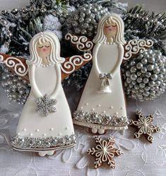 christmas cookies gingerbread Weihnachtspltzchen g - christmascookies Christmas Cake Decorations, Christmas Tree Cookies, Christmas Cupcakes, Christmas Mom, Christmas Sweets, Christmas Cooking, Holiday Cookies, Gingerbread Cookies, Fancy Cookies