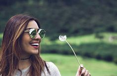 Round Sunglasses, Sunglasses Women, Tumblr Girls, Poses, Queen, Style, Fashion, Youtubers, Famous Youtubers