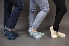 Ravelry: Cloud Slippers pattern by Adrienne Sullivan Beginner Knitting Patterns, Sweater Knitting Patterns, Knitting For Beginners, Knitting Socks, Knitting Stitches, Free Knitting, Baby Knitting, Crochet Socks, Knitting Tutorials