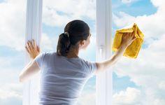 Come pulire vetri e specchi senza lasciare aloni