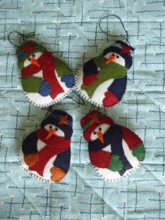 Felt Snowmen. I did these for Lee's family. Had enough to get 3 smaller 'children' with mom and dad.
