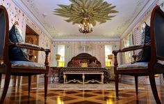 Take a peek inside Gianni Versace's former mansion in Miami Beach, Florida, which is in fact an opulent hotel known as the Villa Casa Casuarina. Gianni Versace, Casa Versace, Versace Miami, Versace Home, Versace Mansion Miami, Donatella Versace, Atelier Versace, The Villa Casa Casuarina, Miami Beach House