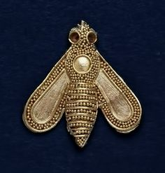 Gold-Ornament-in-the-form-of-a-Bee,-1700-1600-BCE,-Minoan,-The-British-Museum
