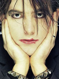 #music #escuchando Robert Smith