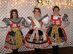 Czech Costumes: Making a Blouse for a Kyjov Kroj